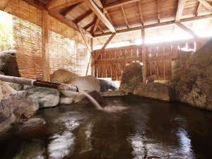 ■【温泉】露天風呂も自然あふれる広々とした岩風呂☆(※露天は冬季閉鎖)