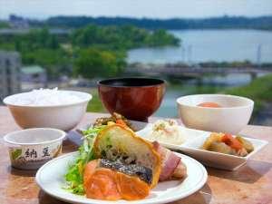 静かに目覚める水戸の朝--穏やかで心落ち着く空間の中、ごゆっくり朝食をご堪能下さい。