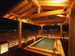 龍馬の生まれたまち、龍馬の泳いだ鏡川、高知城下とめぐる山並みに囲まれて、寛ぎのひとときが楽しめます。