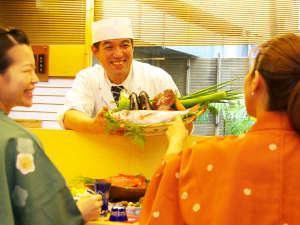 高知の珍しい食材に出会えるかも?!料理人との会話も弾む♪カウンターでのご夕食。