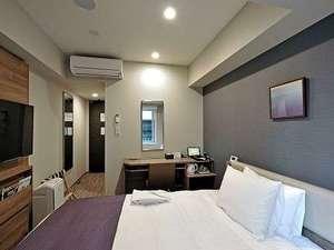 EXセミダブルAルーム【12平米/デスクタイプのお部屋】140cm幅のシモンズベッド♪色は青系の他に緑系も。