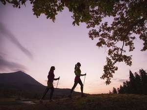 【無料アクティビティ】「夜明けの茶散歩」夜明け前後、マジックアワーのお目覚めプログラム(事前予約制)
