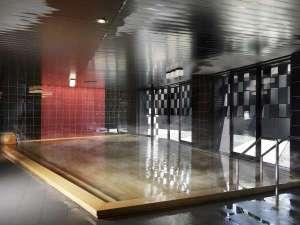 【朱嶺の湯】天然温泉の大浴場。チェックアウト13時となる1~3月は、ご出発前までゆったりくつろげます。