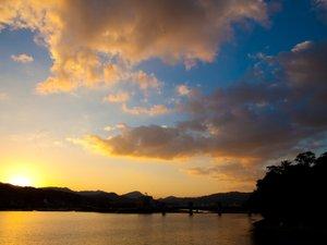 ロビーから見えます夕日は最高にきれいですよ