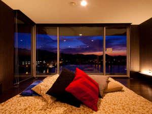 ◎ひなこスイート。ベッドサイドから観る夜景は正に絶景!