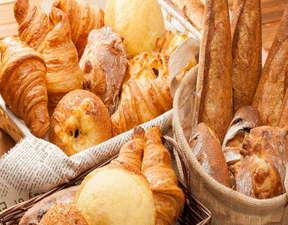 天然酵母を使った手作りパン♪タイミングがよければ焼きたてに出会えるかも!