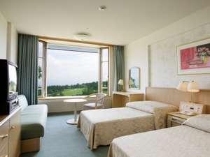 嬬恋プリンスホテル:大きな出窓のツインルーム。 大きな出窓のツインルーム。 サラダバー    嬬