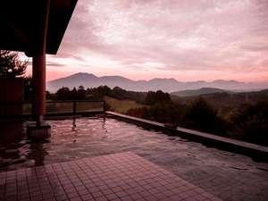 【露天風呂】夕日を望む時間帯の入浴はまさに絶景