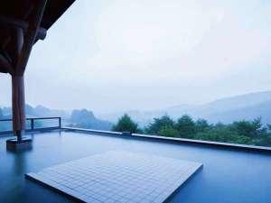 【露天風呂】開放感たっぷりの屋根付き露天風呂