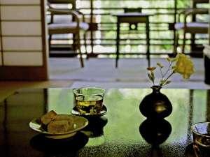 柳並木沿いの客室