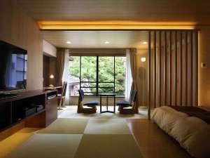 和洋室【笹舟】、畳の心地良さとベッドの快適さが魅力の誰にも邪魔されない寛ぎ空間。窓からの眺めも◎