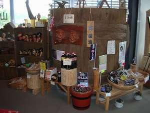 100年ものの珍しい『醤油樽』が1階の土産屋に飾ってあります