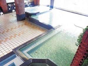 ◆5階展望大浴場~阿寒湖側は一面のガラス張り。源泉かけ流し100%!