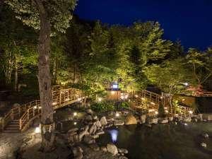 【大露天風呂HOSHI★ZORA】北湯沢が育んだ自然をそのまま生かした露天風呂です。