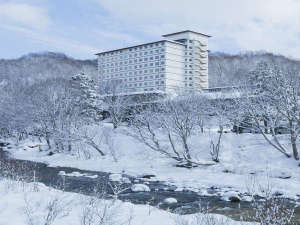 【外観】冬は美しい銀世界がホテルを覆います。