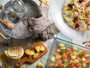 【夕食ブッフェ・6~8月】グレープフルーツやドライフルーツ、数種の薬膳を北湯沢の名水とご一緒に。