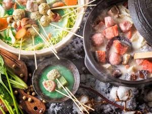 【12~2月限定・夕食ブッフェ】鮮やかな緑が印象的な串鍋と、身体を温める鮭の酒粕鍋。