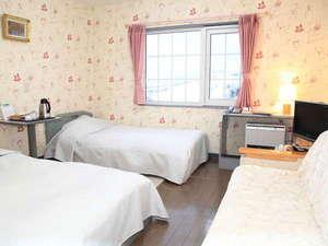 客室例(ツイン) ソファの付いたお部屋もございます☆