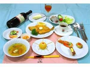 夕食は、礼文産の地物をたっぷり使ったコース料理をお楽しみ下さい!(コース料理は夏季限定です)