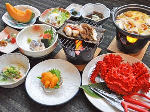 【ご夕食の一例】地元前浜で獲れたての新鮮な海の幸をふんだんに使用したご夕食(5月~8月中旬:花咲カニ)