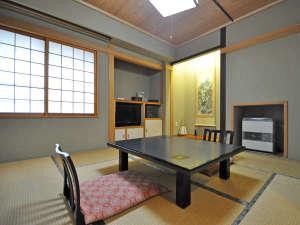 【客室:特別室(ツイン+和室8畳)】特別室は洋室と、8畳の和室の広々空間です。