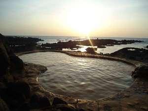 海辺の露天風呂 夕景