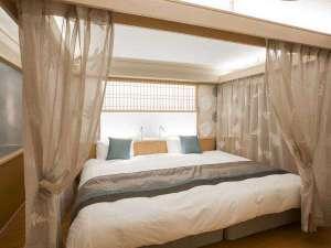 ベッドルームはシモンズ社製のハリウッドツイン