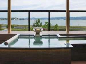 浴槽の大きさは幅0.9m×長さ1.5m×深さ0.6m+半身浴スペース:長さ1.0m×幅0.6m×深さ0.3m