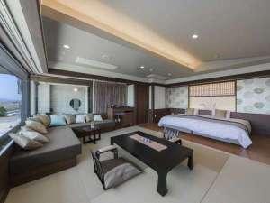 ハリウッドツインのベッドエリアに和室10畳のお部屋です