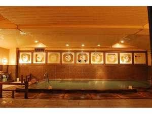 【朱雀の湯】城崎温泉にある宿の中では珍しい、広々とした大浴場。