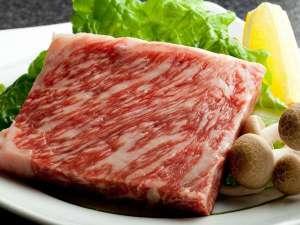 すべてのブランド牛の源流但馬牛。100gあるステーキはボリューム満点☆