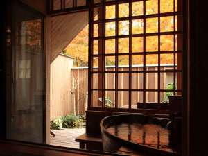 【特別室くまささ】紅葉の露天風呂をお好きな時間に誰にも気兼ねなく。