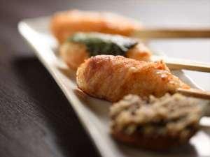 【彩冬の朝食】人気の三種の炭火焼きたんぽ 手間が非常にかかるため1日10本の限定となります。