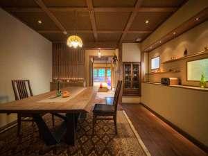 森の別邸・226はお部屋専用ダイニング付き!ゆっくりお食事をたのしめます。