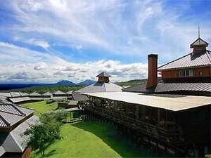 【ホテル外観】くじゅう連山の麓好天日は遠く阿蘇まで見渡せる