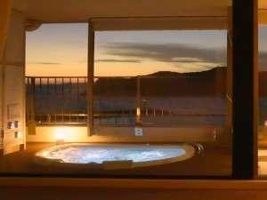 露天風呂付特別室(ジャグジー浴槽)→