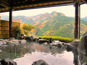 【秋の天空露天風呂】色付いた祖谷の山々が一望できます