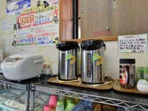 *【館内/娯楽スペース】お茶やコーヒーも無料で提供しています。