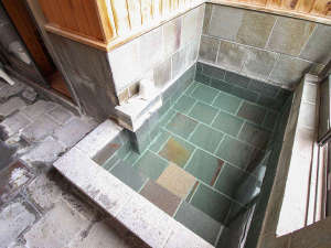 *貸切風呂/温泉と遠赤外線効果で体がぽっかぽかになります。