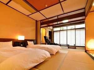 【和モダン/1階】14畳の和室にローベッド、マッサージチェア設置。