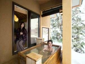 客室露天風呂での至福の湯浴み