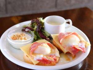 朝食:こだわり卵のエッグ・ベネディクト