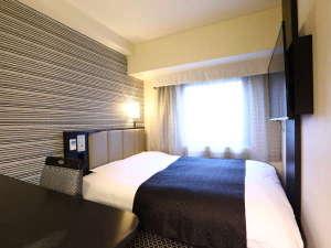 シングルルーム(広さ11㎡/ベッド幅140cmのワイドベッド設置)