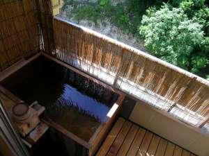 【別館露天風呂付客室】新緑の露天風呂