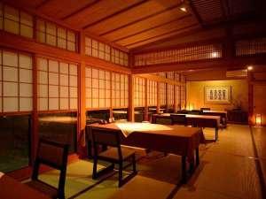 【お食事処】落ち着いた雰囲気のお食事会場で、季節のお料理をお召し上がり下さい