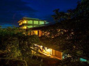 夜の芭新翠の景観