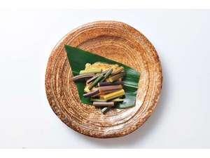 春:地物わらびと蕗味噌を焼いた『山菜朝まんま』