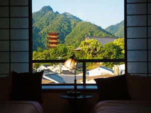 """朝、心地よい目覚めとともに窓を開けてみてください。そこに広がる景色はまさに""""非日常"""""""