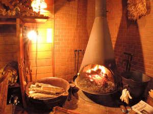*【囲炉裏のある食事処】冬に嬉しい暖炉と大火鉢の暖かな空間