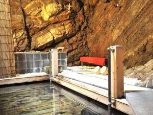日本屈指の信玄隠し湯。1300年の歴史を誇る洞窟風呂